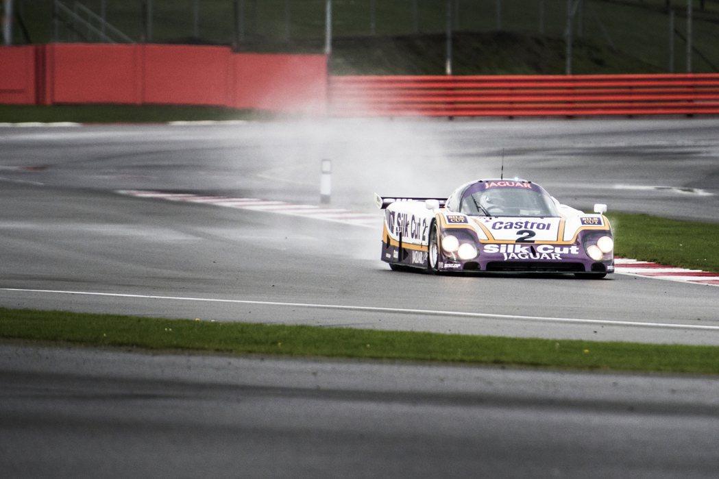 奪得1988年利曼大賽冠軍的 Jaguar XJR-9賽車。 Jaguar提供