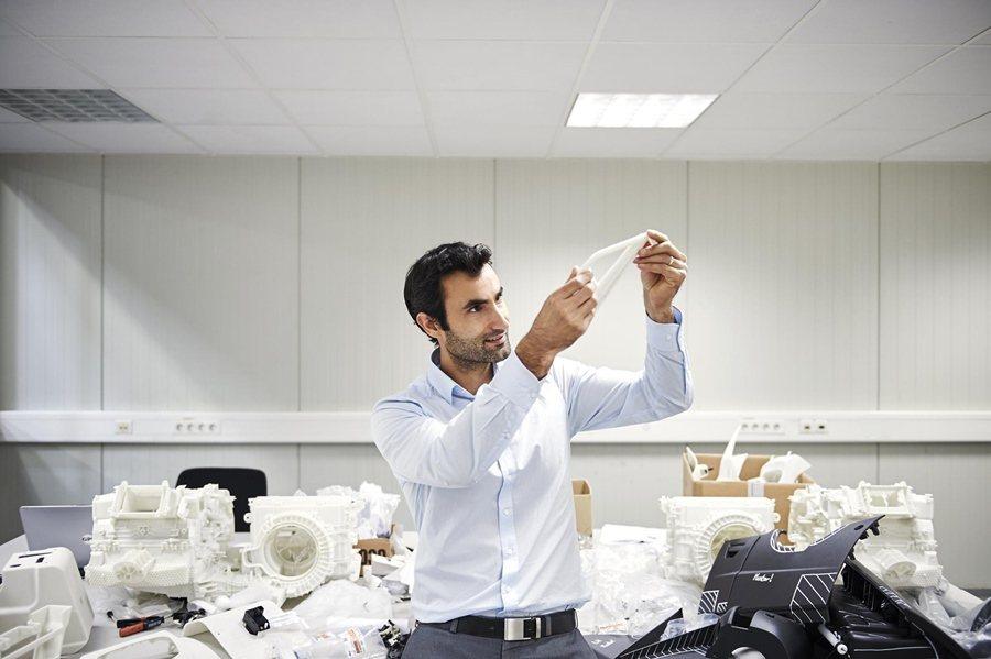 福特設計師利用3D列印開發設計超跑GT大幅縮短產品開發時間和成本。 圖/Ford...