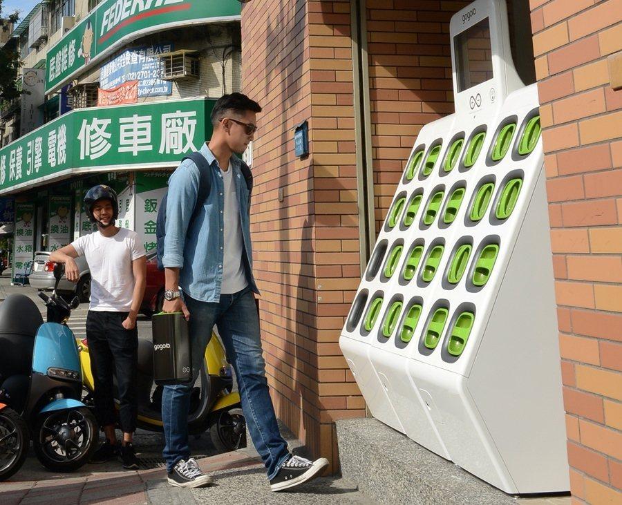 Gogoro與7-ELEVEN超商合作本周在台北開啟首間電池交換站。 圖/Gog...