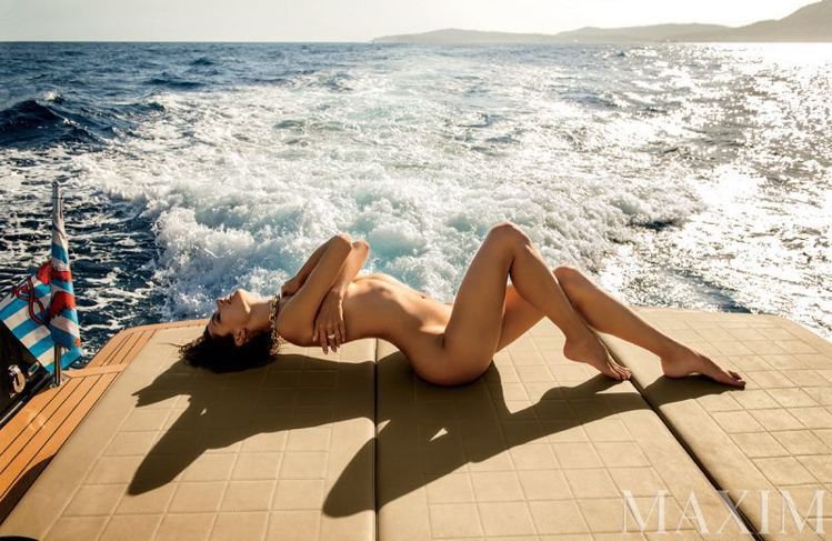 Maxim 雜誌請來維多利亞的秘密資深超模 Alessandra Ambrosi...