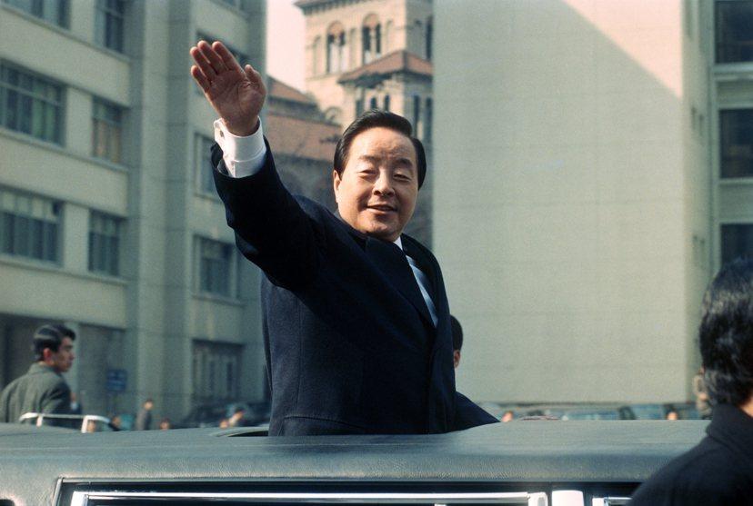 1993年2月25日,金泳三正式就任韓國第14屆總統,攀上自己政治生涯的最高峰。...