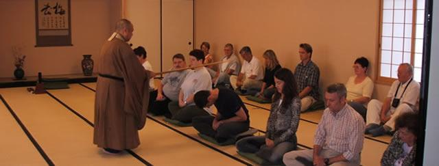 高台寺針對國際觀光客規劃坐禪與茶道等兩項傳統日本文化體驗活動。  圖擷自 高台寺