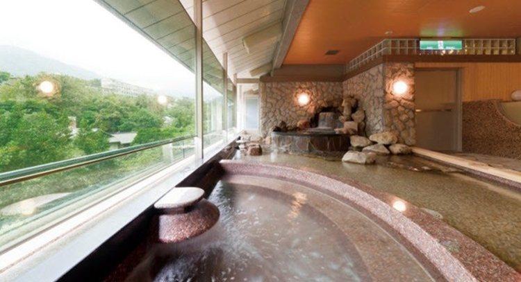 大眾湯,可充份享受北投獨特的白磺泉,內備有烤箱、蒸氣室,讓每位貴客獲得全然的放鬆...
