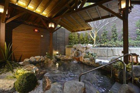 大眾風呂,一年四季都能享受賞雪泡湯的幸福。