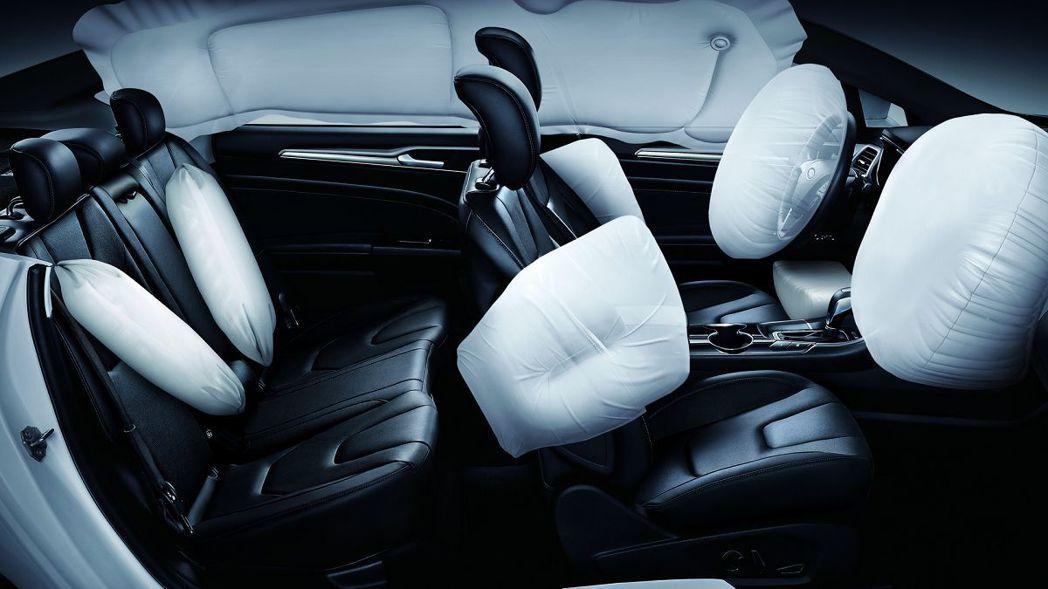 Ford Mondeo Hybrid配備包括「後座雙側安全帶SRS輔助氣囊」等9具SRS輔助氣囊。 圖/福特六和提供