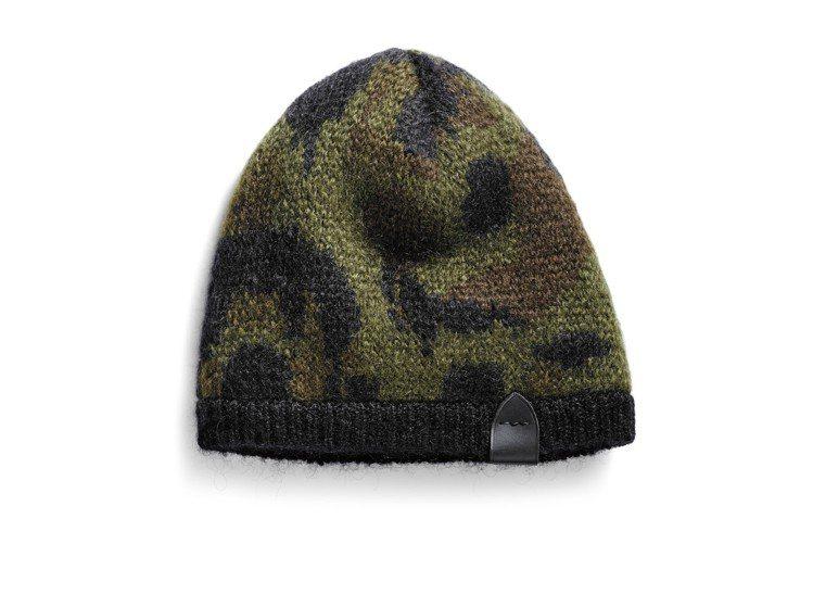 羊毛迷彩圖案印染毛帽,價格7,900元。圖/COACH提供