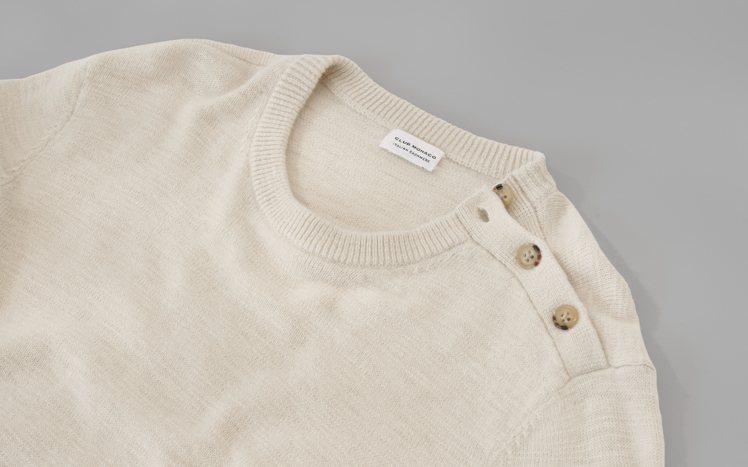 淺色喀什米爾毛衣既保暖又好搭配。圖/Club Monaco提供