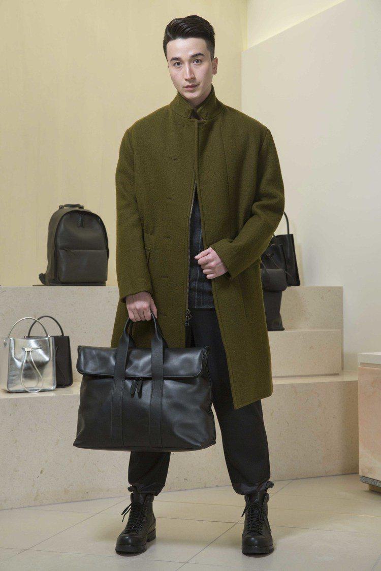 冬季想要保持帥氣造型不邋遢,首選單品就是大衣。圖/3.1 Phillip Lim...