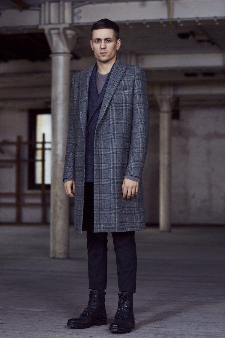 西裝式格紋大衣,合身剪裁展現帥氣魅力。圖/AllSaints提供