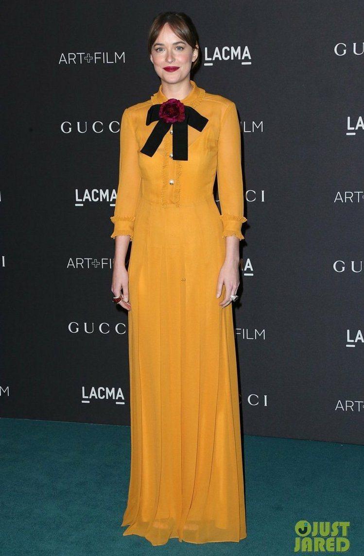 達柯塔強森穿GUCCI早春蝴蝶結裝飾洋裝。圖/GUCCI提供
