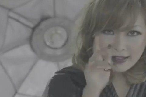 日前Makiyo在大陸風光復出,新出的MV《女神駕到》網友負評爆表。對於「單曲MV比較不優」,Makiyo則是回應目前看到的MV是臨時版本,台灣版MV「會完全不一樣喔」,豈料竟被網友發現台灣版MV中...
