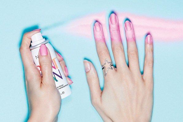 油漆噴霧指彩 Spray Nail Art 讓你不再失手塗歪。圖/Bella儂儂