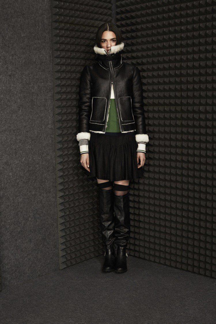 A│X Armani Exchange黑色翻毛皮革外套設計現代。圖/A│X Ar...