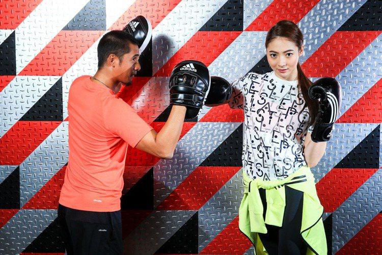 謝沛恩示範BOXING拳擊有氧,分解動作-勾拳。記者林伯東/攝影