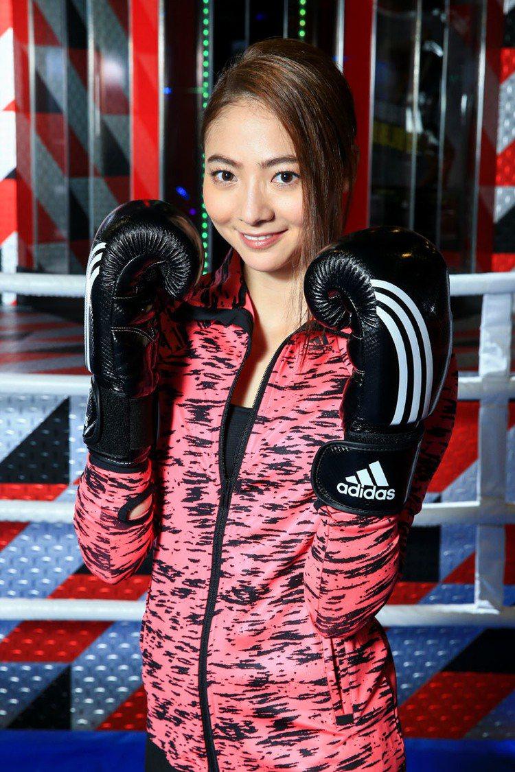 謝沛恩示範BOXING拳擊有氧。記者林伯東/攝影