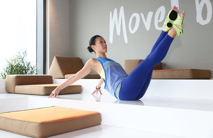 芭蕾伸展操BARRE強調的是身體協調性,動作緩慢有如舞蹈一般是新興的時髦運動。