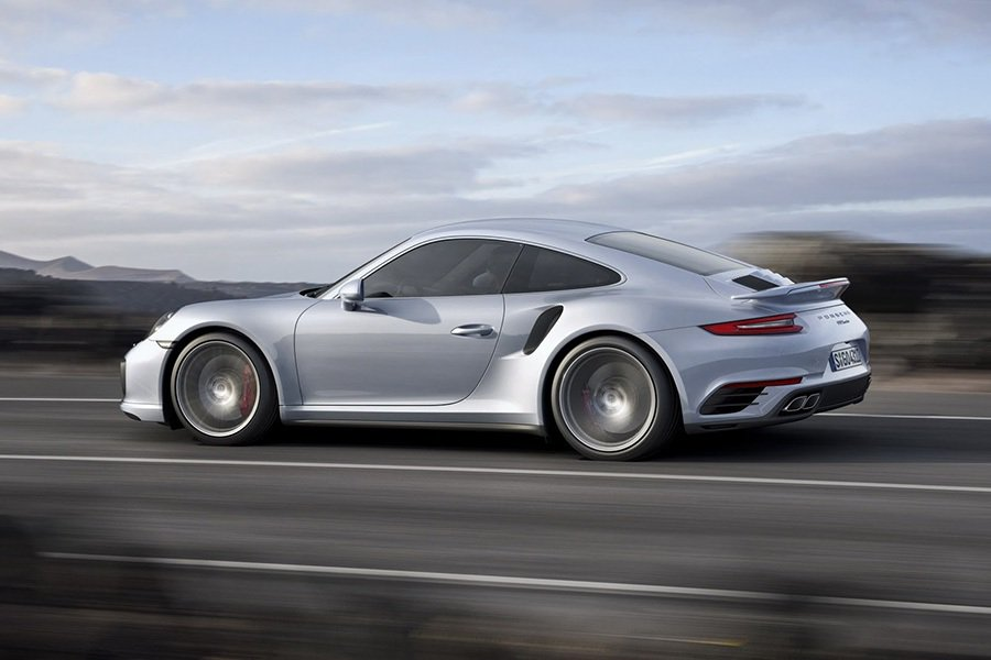 911 Turbo S Coupe(硬頂版) 可在短短2.9秒之內從靜止衝刺至時...