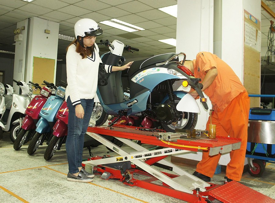 淡季不淡 中華電動二輪車11月電動機車接單數創新高。 中華汽車提供