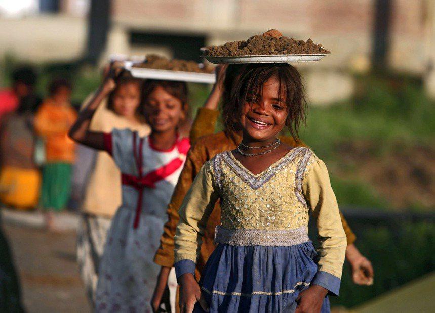 喀什米爾的孩童。圖/歐新社