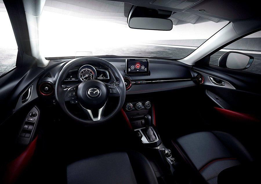 車艙舒適簡約的設計 將功能按鍵整合入MZD Connect人機智慧資訊整合系統之...