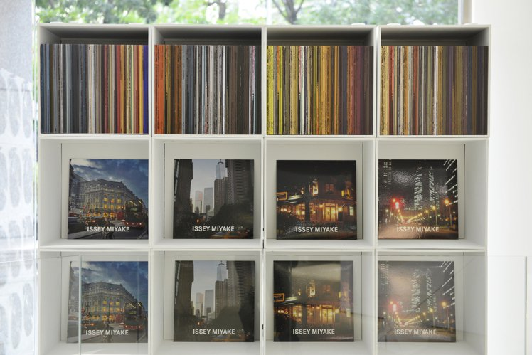 ISSEY MIYAKE以倫敦、紐約、巴黎、東京等四座城市的影像構築織品顏色。圖...
