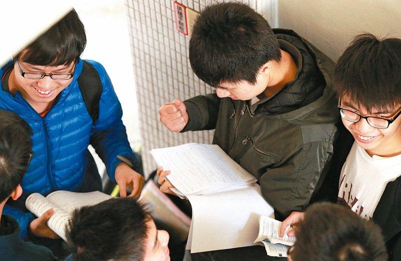 圖為學測考場學生。報系資料照