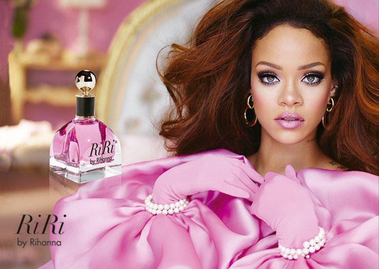 RiRi女性淡香精,粉紅香水注入女孩的淘氣與女人的嫵媚,展現蕾哈娜的內在柔情與韌...