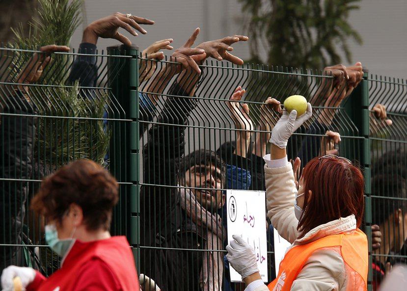 在難民議題上,歐盟能仰賴的仰賴的只有會員國間的協調力度,和公民社會提供的互助而已...