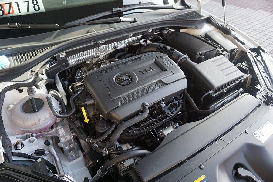 沒錯,就是2.0升而已,但它可是有 Turbo渦輪增壓加持的2.0升引擎。 記者...