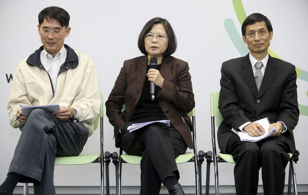 陳東升(左)曾任蔡英文教育小組召集人。記者黃威彬/攝影