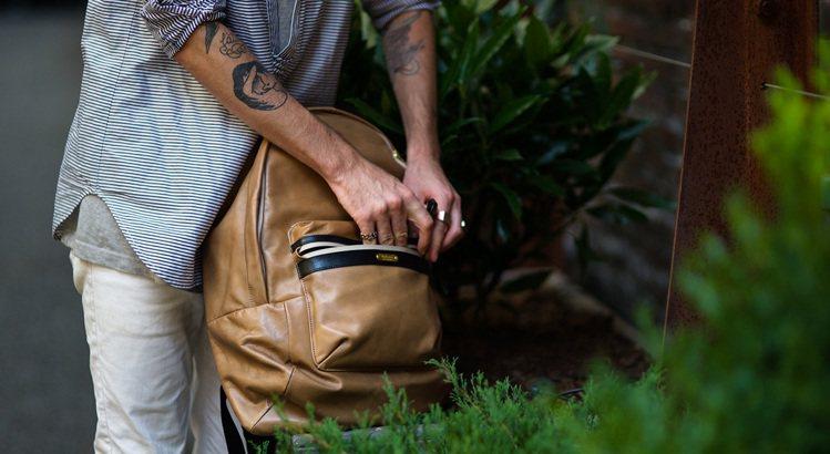 手工皮革包款散發出文青風魅力,是許多人挑選的原因。圖/master-piece提...