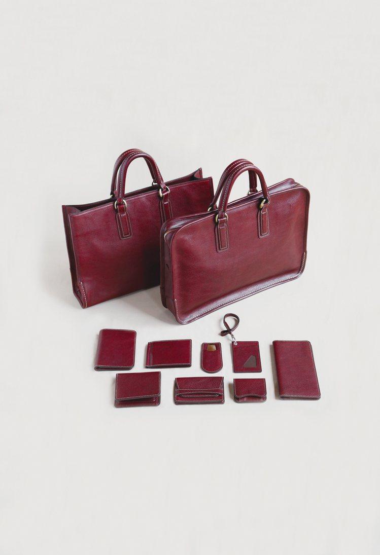 洗鍊質感的「古典波爾多紅」色,搭配品牌強調的手工縫製質感,外型呈現日系設計魅力。...