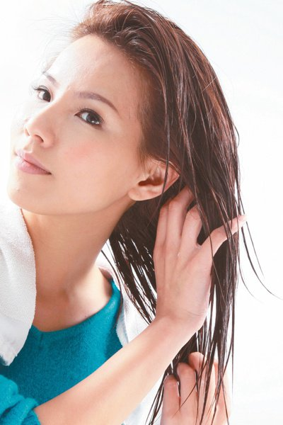 醫師建議一般人兩到三天洗一次即可,也不需要太常為頭皮去角質。 報系資料照