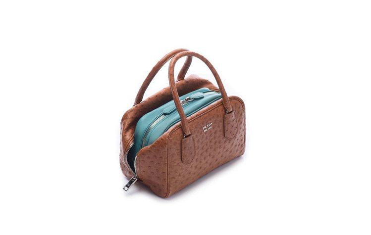 PRADA的Inside Bag刻意敞開外袋,讓錢財露白,別有一番隱喻。圖/聯合...