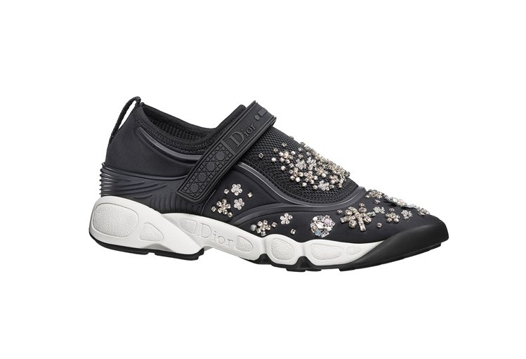 黑色與灰色鞋底與銀色刺繡Fusion Sneakers,43,000元。圖/Di...