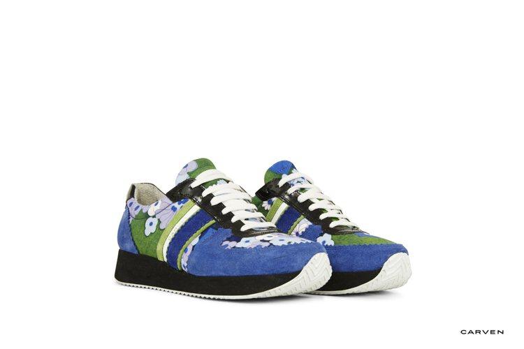 Carven藍色花卉綁帶球鞋。圖/藍鐘提供