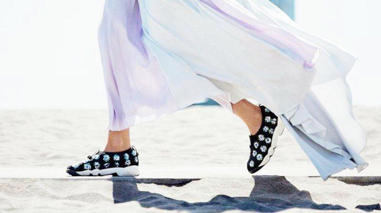 Dior運動鞋廣受街拍潮人的愛戴。圖/擷取自scstylecaster