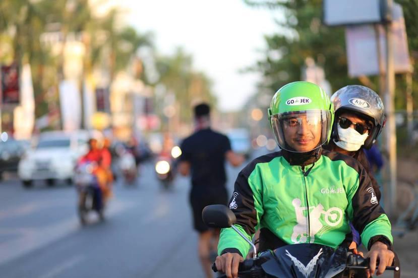 摩托計程車平台Go-Jek改變了過去司機只能在路邊候客、只做運輸生意的無效率模式...