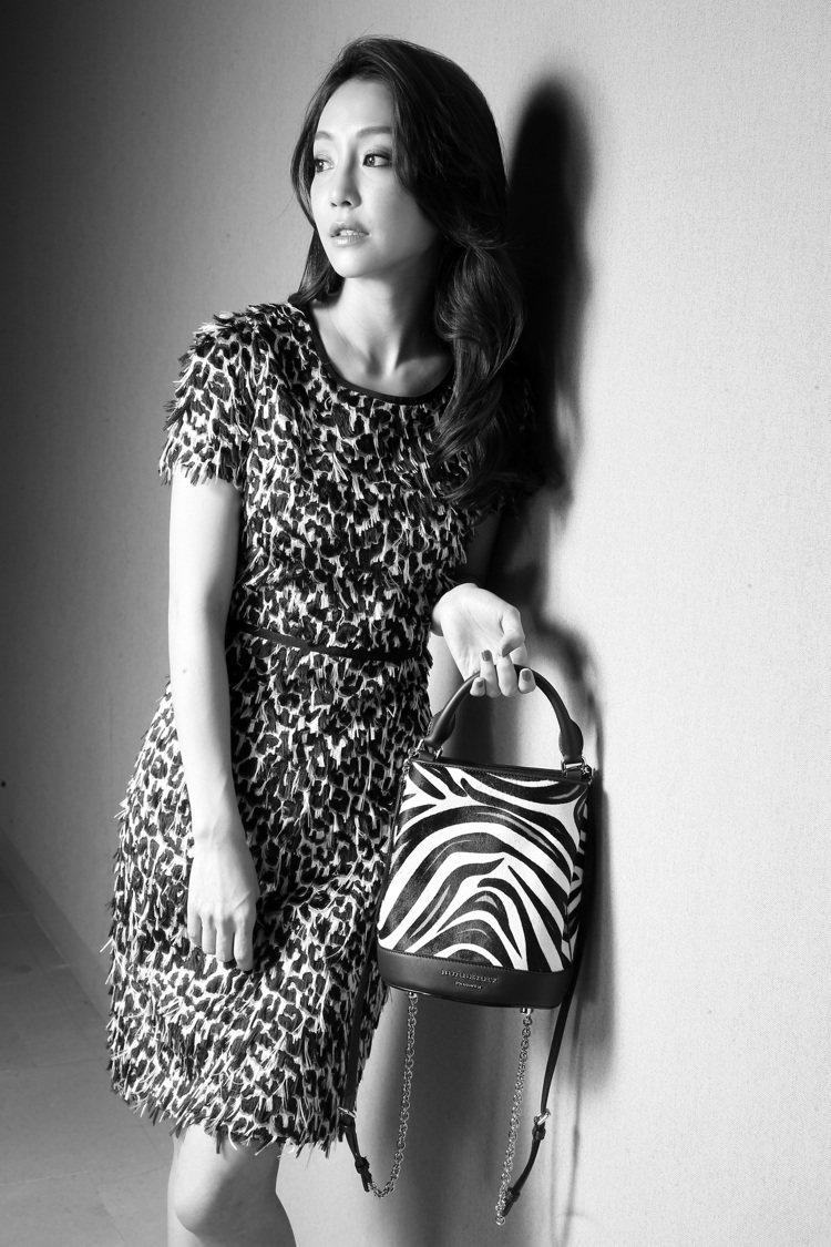 BURBERRY風格低調,實穿的小禮服,細節有流蘇的精緻手工,深受謝欣穎讚賞。記...