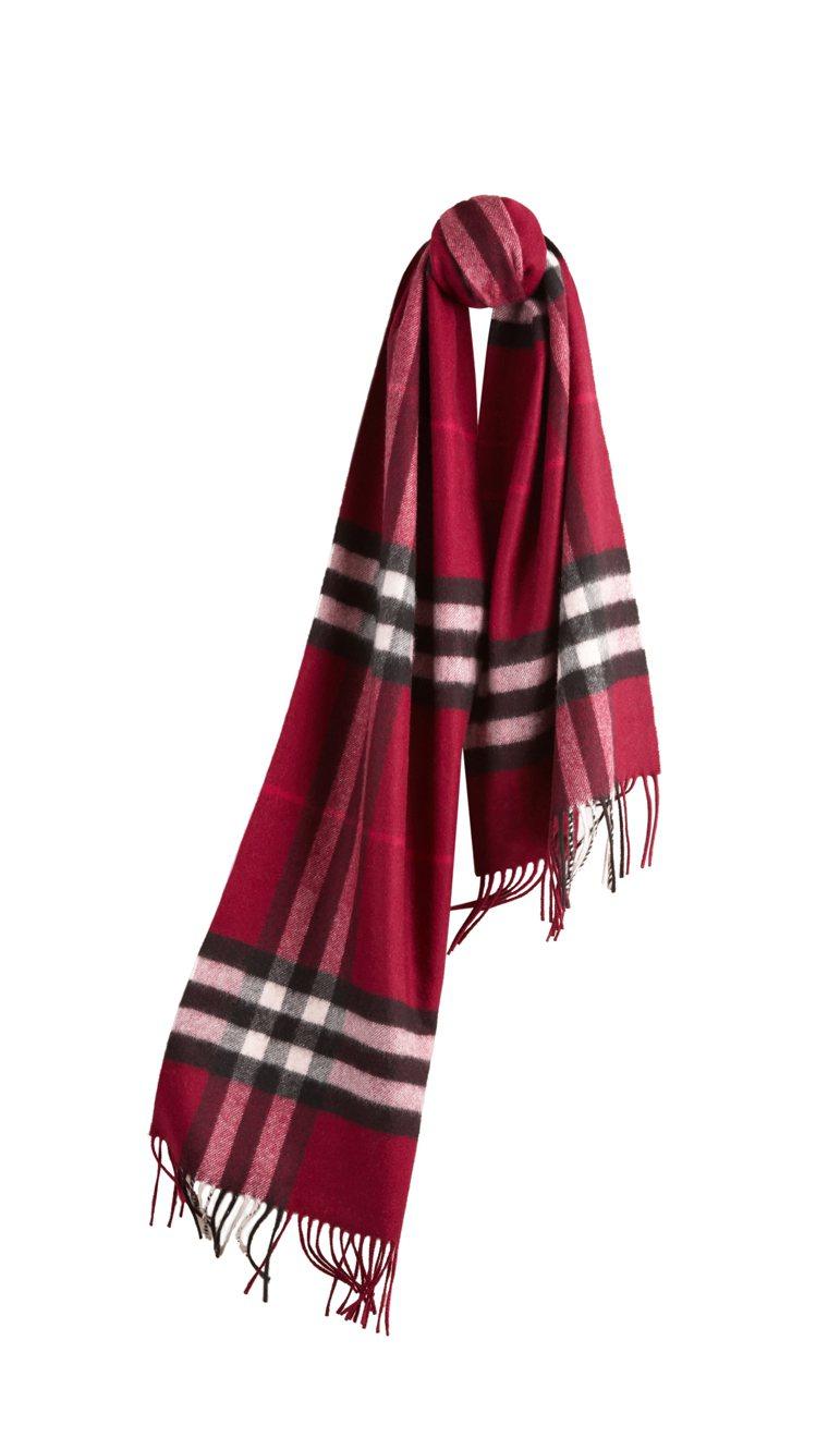 BURBERRY早春新款格紋圍巾,20,000元。圖/BURBERRY提供