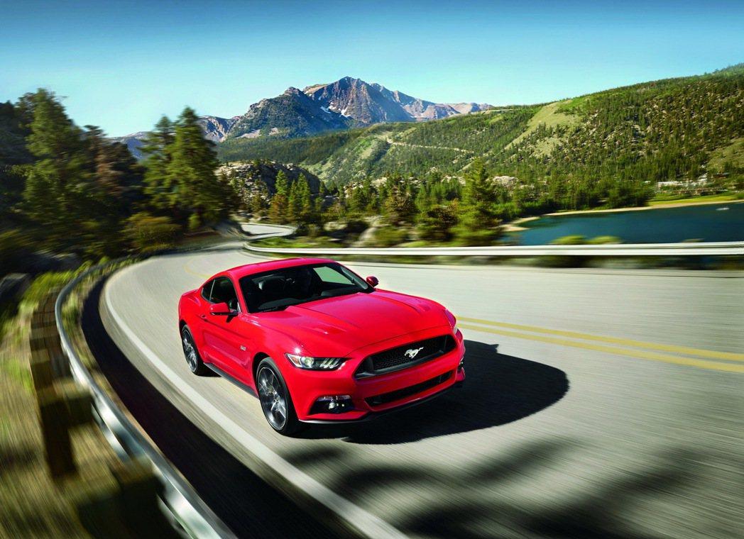 Ford New Mustang 5.0L GT搭載V8自然進氣引擎,提供421...