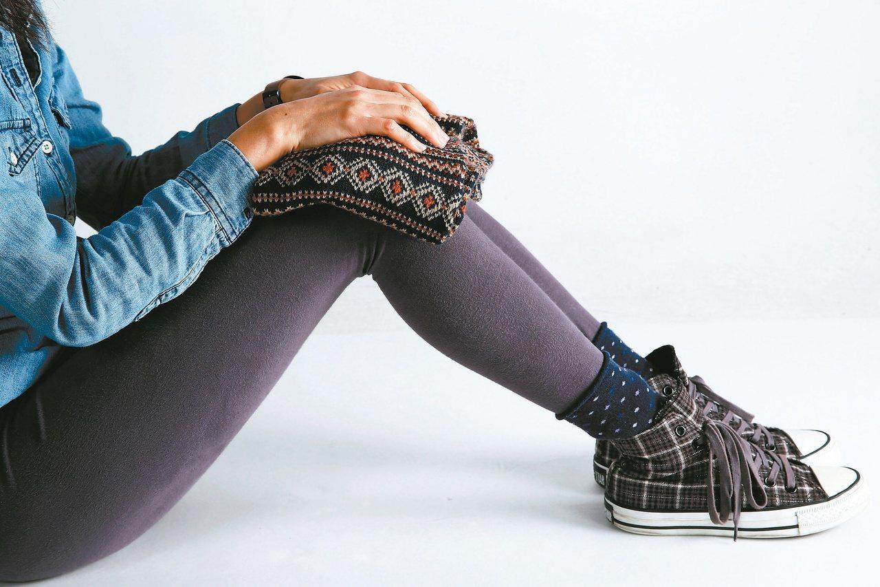 每到冬季,平時欠缺保養膝蓋的人,也會感到膝蓋冰冷。 記者陳瑞源/攝影