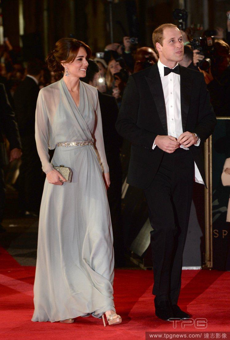 英國王妃凱特密道頓出席《007:惡魔四伏》首映會,以一襲 Jenny Packh...
