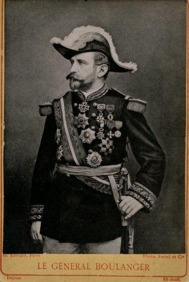 曾被共和派寄予厚望的布朗熱將軍,日後類似的狀況會在貝當元帥身上再次上演。 圖/維...