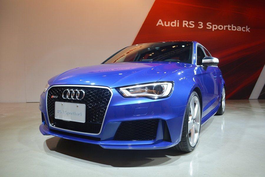 RS3 Sportback是外型加裝許多S Line的性能化套件,使之更具運動跑...