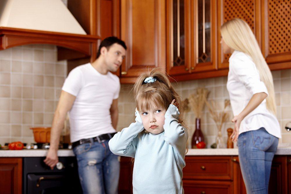 有時父母不自覺,但老是指出孩子哪裡做錯,而不是讚美他在哪裡做了努力,這是高壓手段...