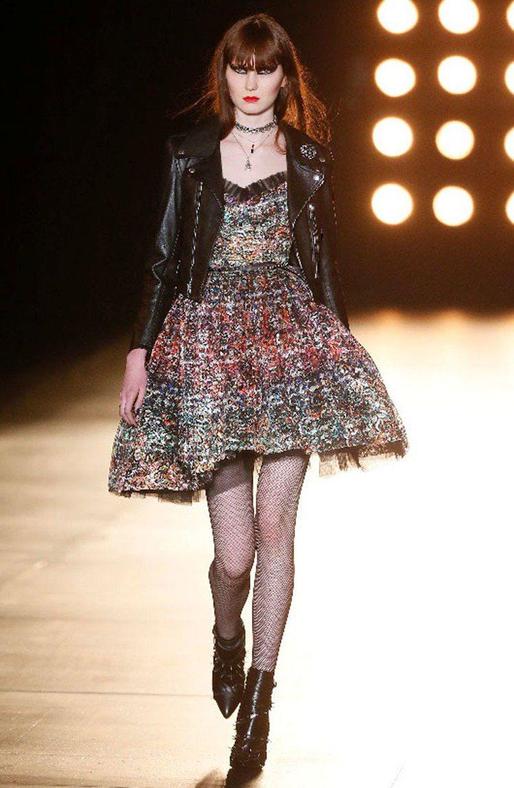 Saint Laurent皮衣性格女孩造型。圖/法新社