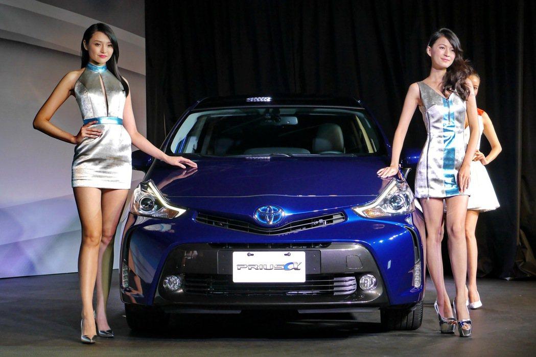 Toyota總代理和泰汽車發表全新油電七人座車款 PRIUS α,售價125萬元...