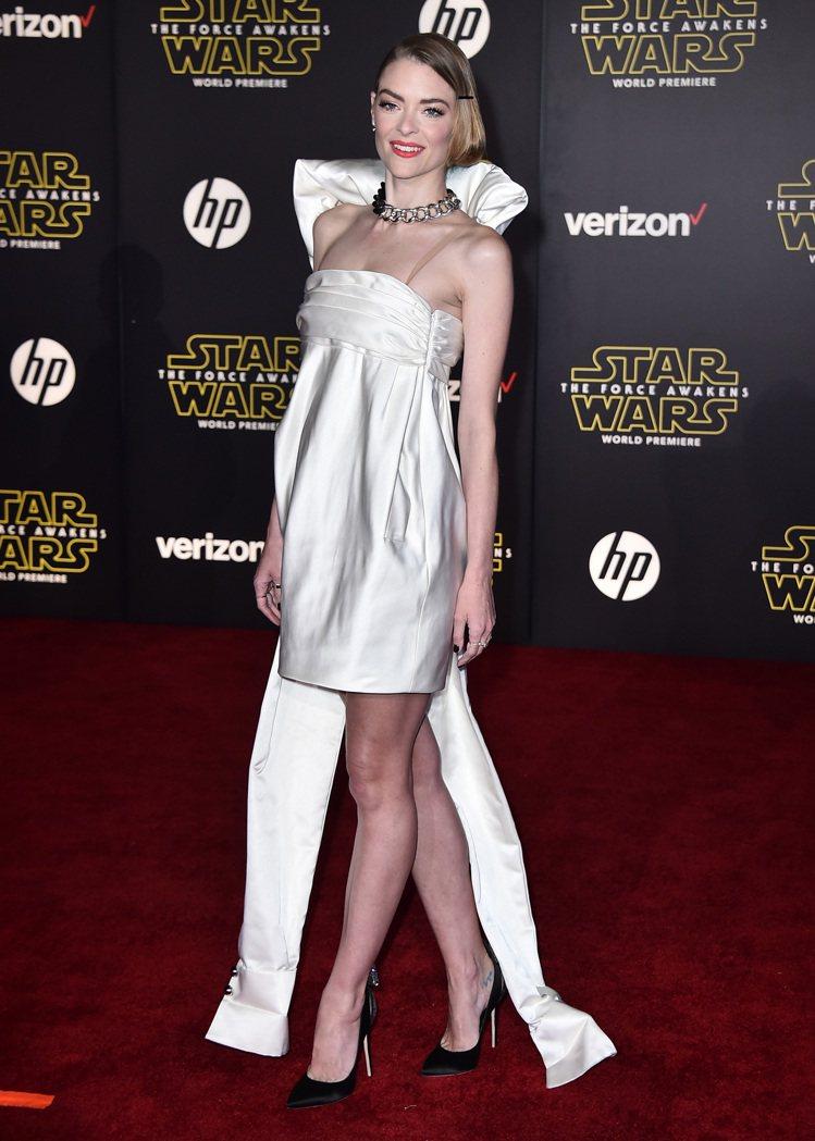 時尚女星潔米金穿Monse緞帶小洋裝。圖/美聯社