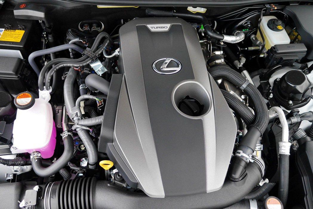 導入搭載2.0升4缸雙渦流渦輪增壓引擎的GS 200t。 記者陳威任/攝影